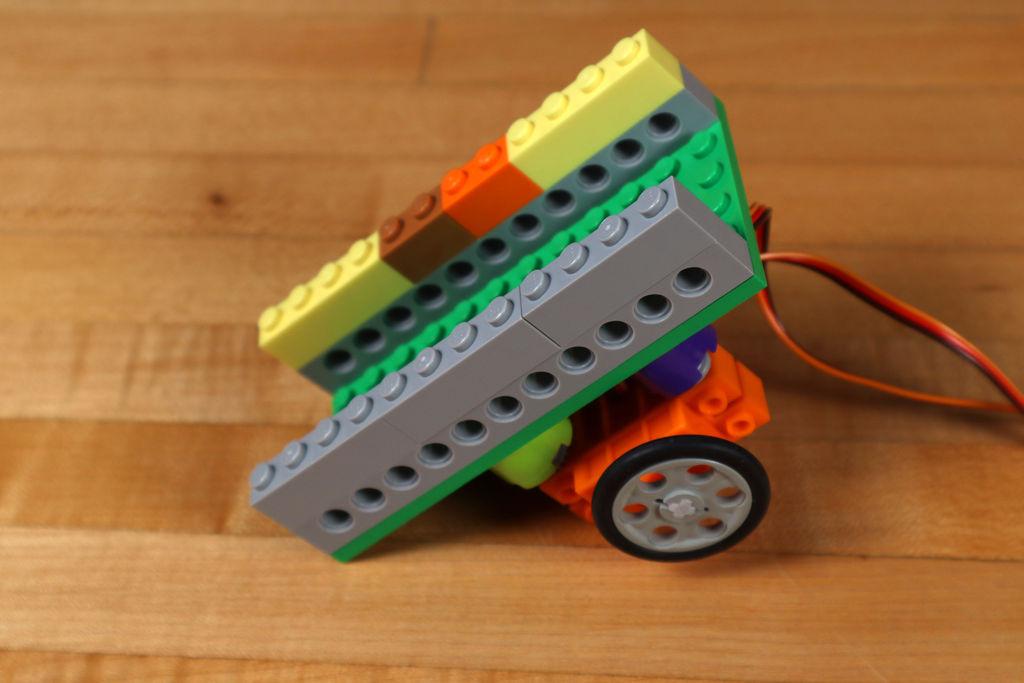 Робот из LEGO и Arduino, обходящий препятствия - 11