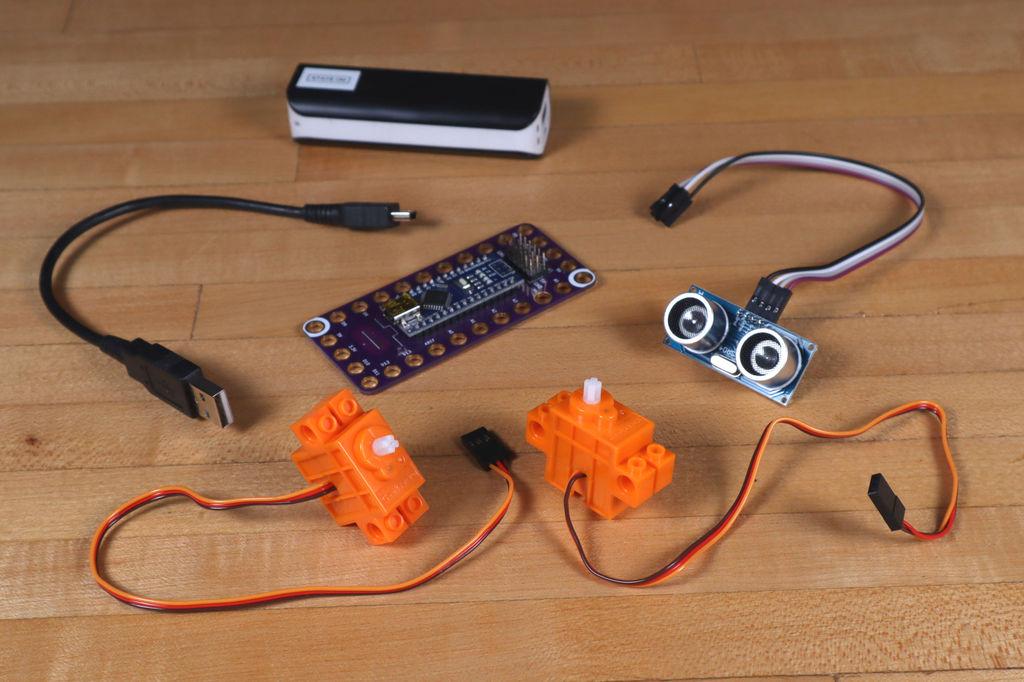 Робот из LEGO и Arduino, обходящий препятствия - 2