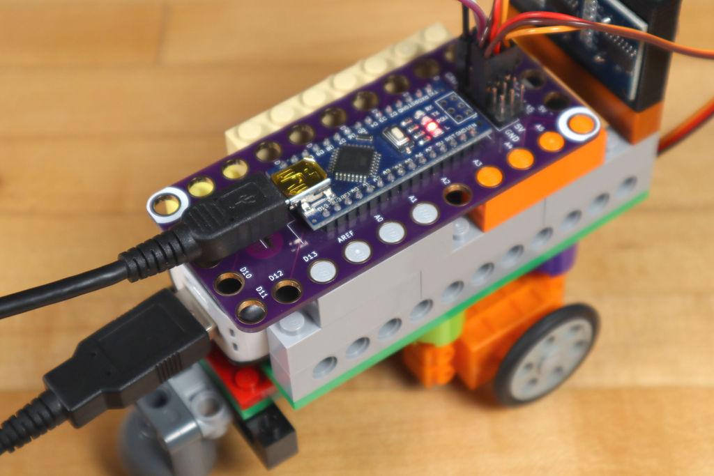 Робот из LEGO и Arduino, обходящий препятствия - 25