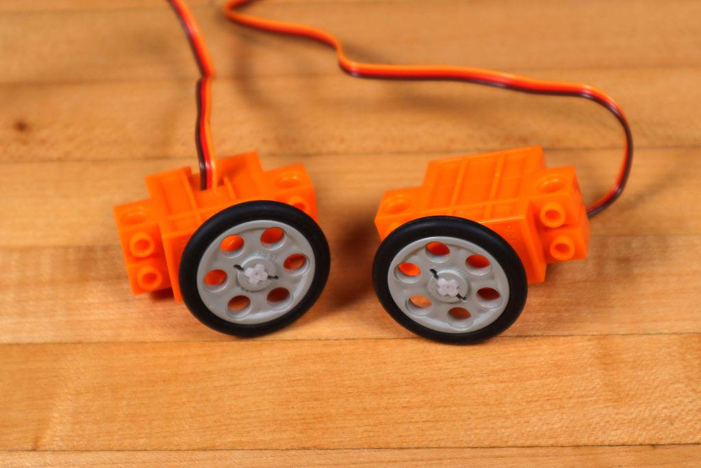 Робот из LEGO и Arduino, обходящий препятствия - 5