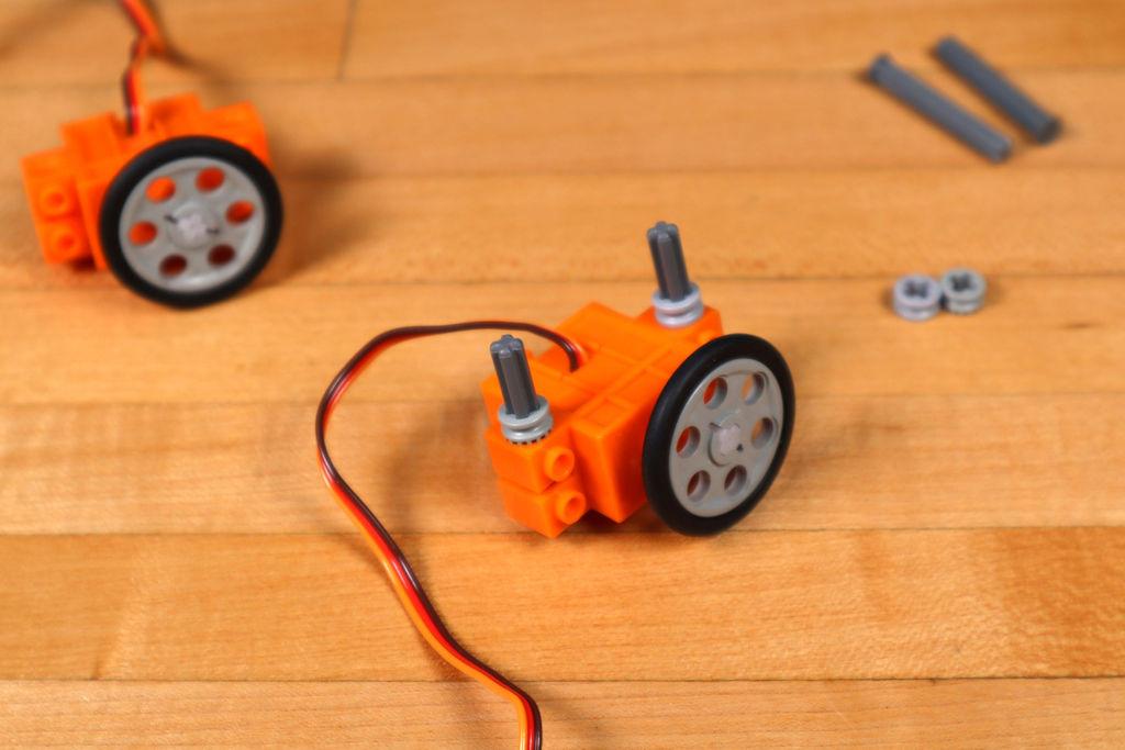 Робот из LEGO и Arduino, обходящий препятствия - 7