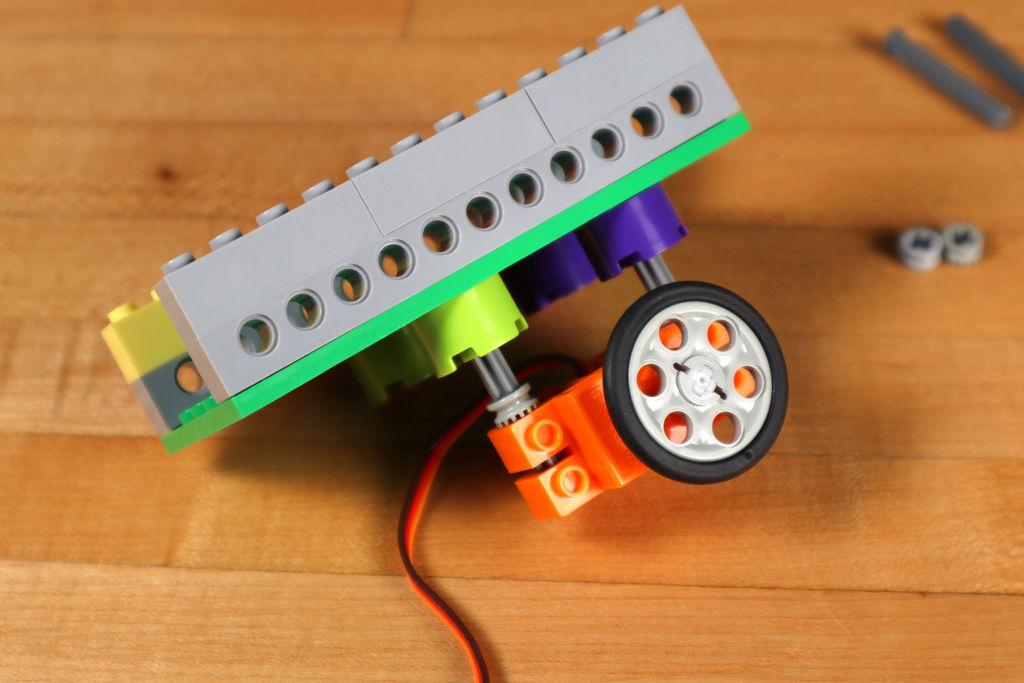 Робот из LEGO и Arduino, обходящий препятствия - 8