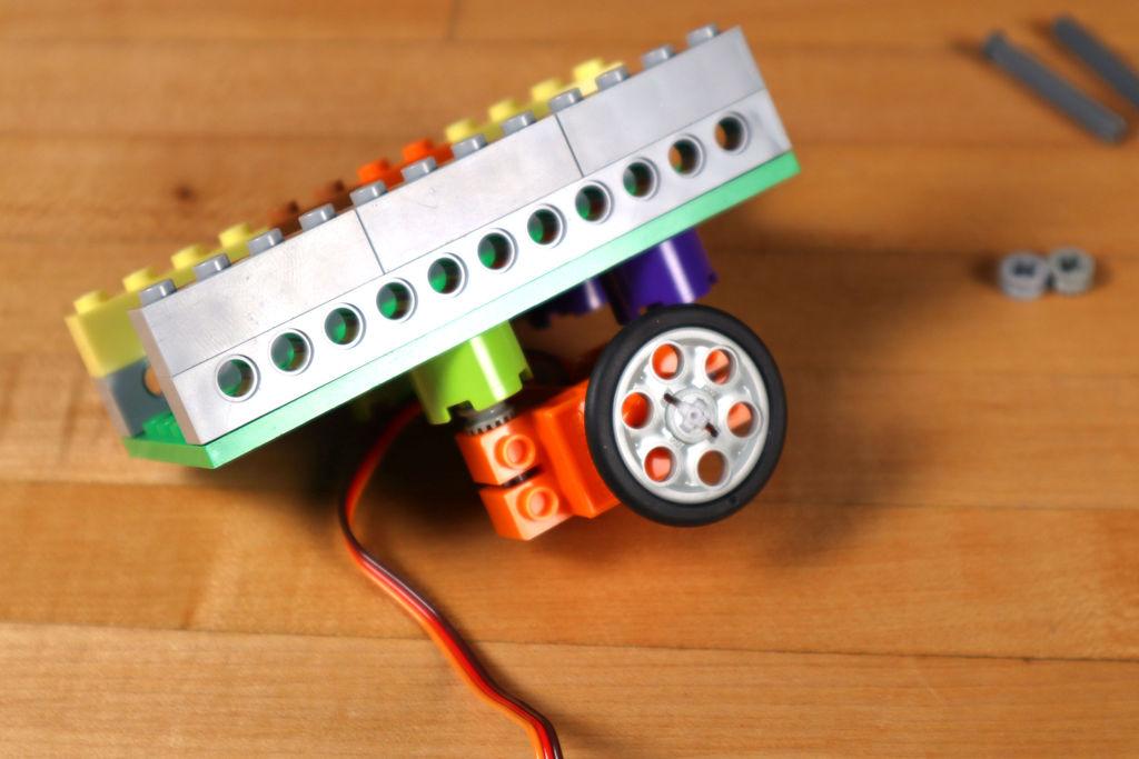 Робот из LEGO и Arduino, обходящий препятствия - 9