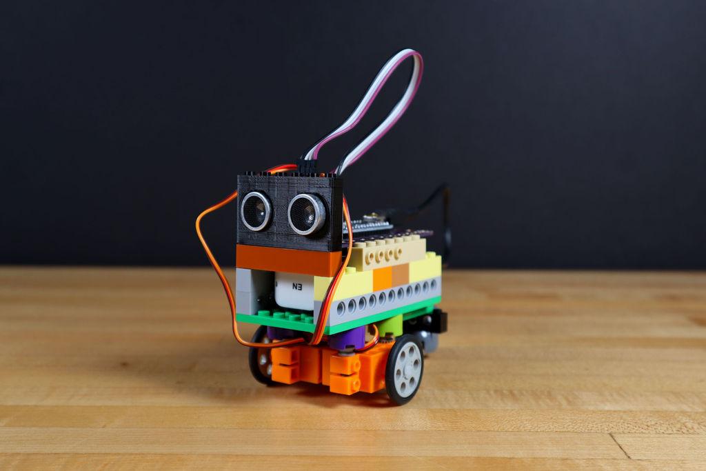 Робот из LEGO и Arduino, обходящий препятствия - 1
