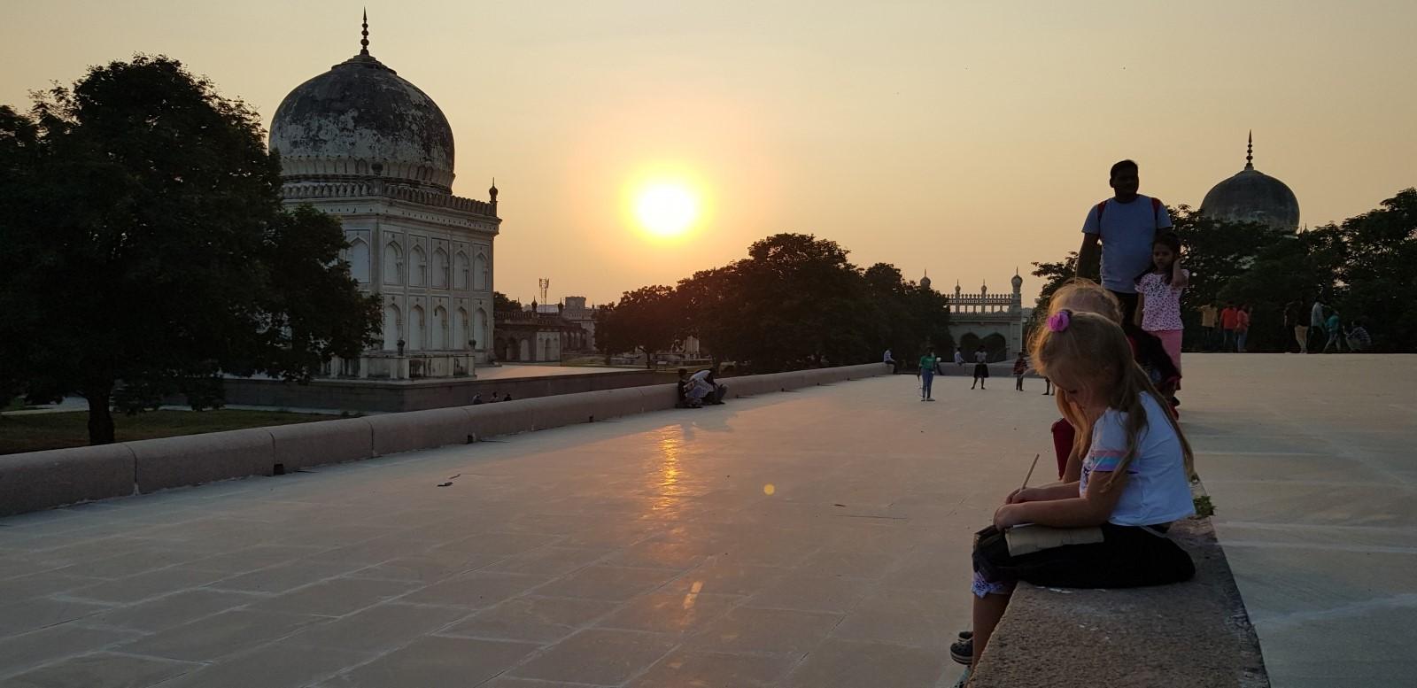Как переехать в Индию всей семьей и не быть избитым палками на карантине - 2