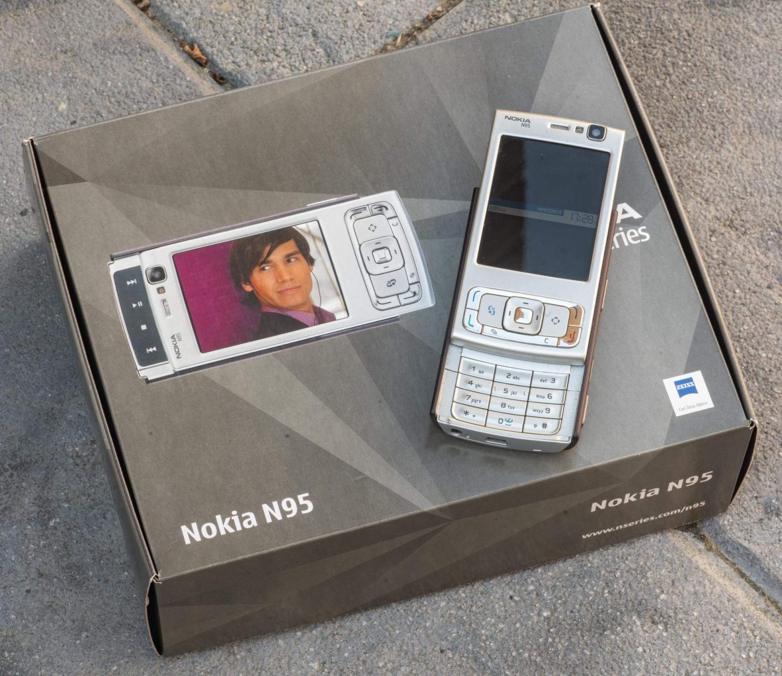 Nokia N95, лучший смартфон старой школы - 5