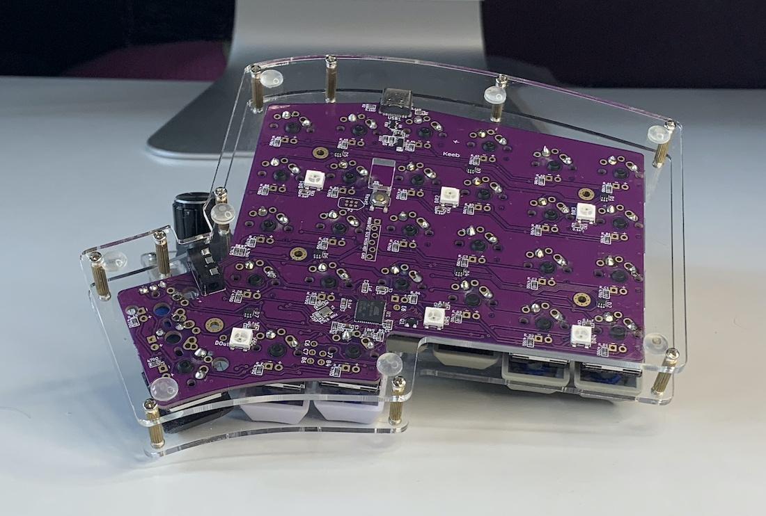 Ортолинейная сплит клавиатура — это что такое? Обзор Iris Keyboard - 25