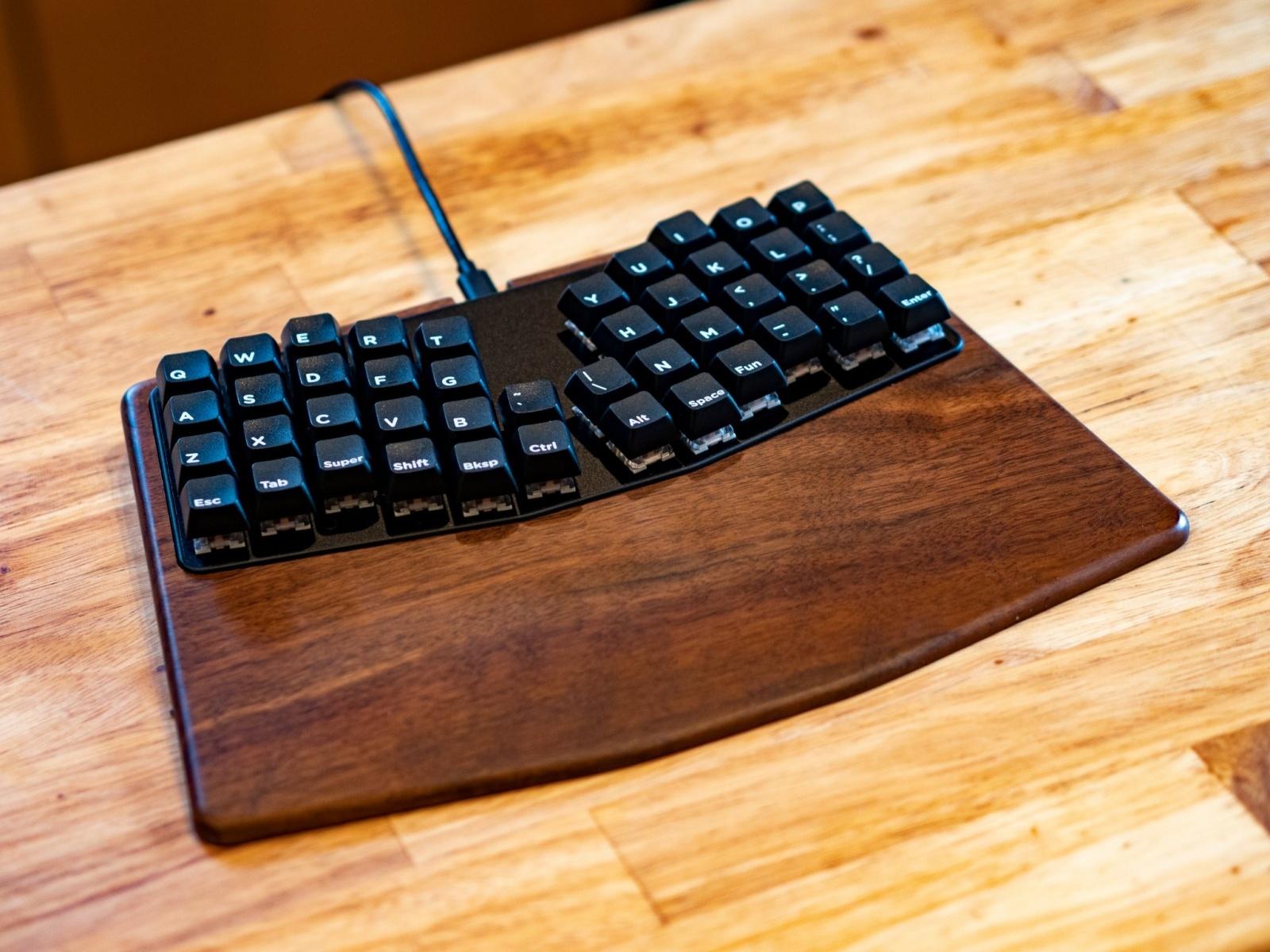 Ортолинейная сплит клавиатура — это что такое? Обзор Iris Keyboard - 30