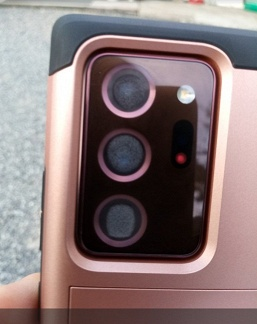 У новенького Galaxy Note20 запотели все три камеры, а Samsung утверждает, что это нормально