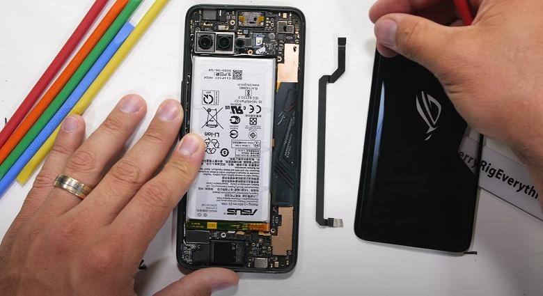 Мощнейшему смартфону — огромную испарительную камеру. Разборка показала внутренности Asus ROG Phone 3
