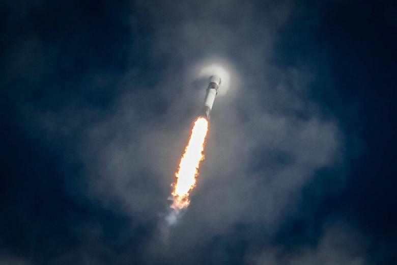 Так может только SpaceX. Компания запустила ракету Falcon 9 с первой ступенью, которая до этого использовалась уже пять раз