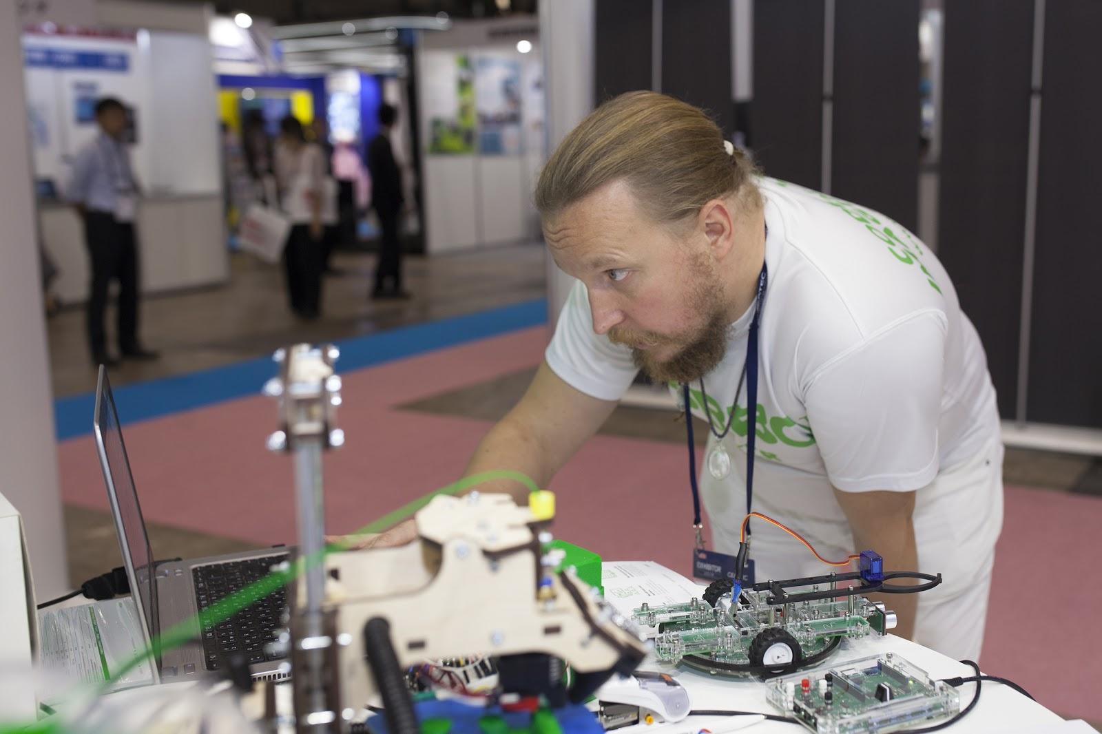 С чего начать учить ребенка робототехнике: интервью с создателем «РОББО Клубов» - 6