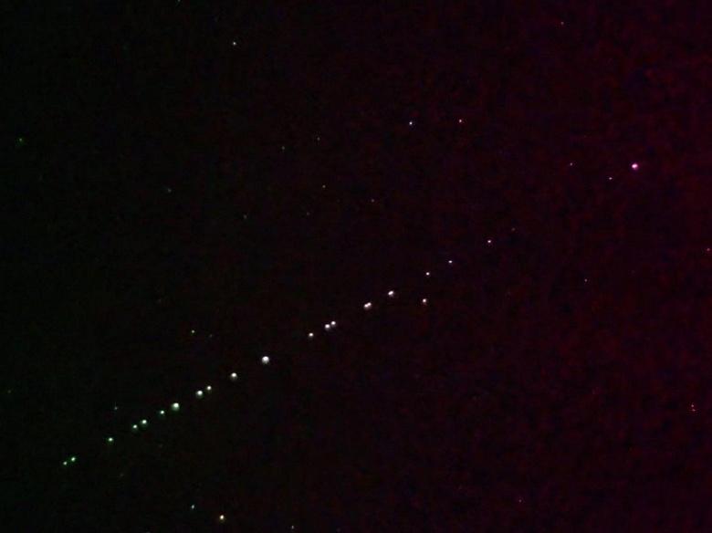 Астрономы бьют тревогу: спутники Илона Маска могут помешать научным открытиям