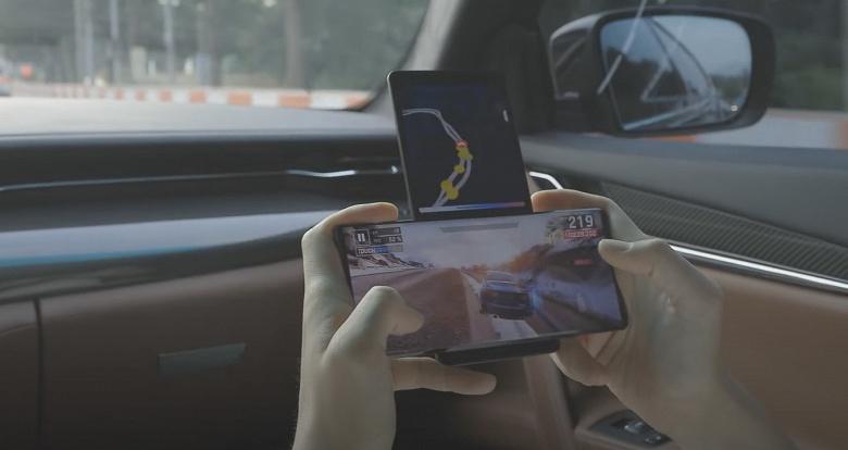Смартфон-крест или смартфон-топорик? Уникальный LG Wing на видео в игровом режиме