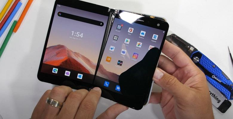 Разборка одного из самых бессмысленных смартфонов 2020 года. Microsoft Surface Duo при разборке очень легко сломать