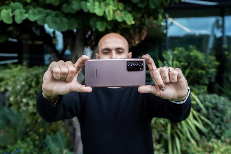Звук в недорогом iPhone SE 2 лучше, чем во флагманском Samsung Galaxy Note20 Ultra. Но у последнего почти нет артефактов
