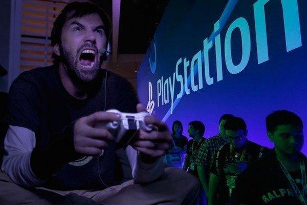 Пользователи PlayStation 4 получили неприятный сюрприз. Sony позволит владельцам PS5 записывать голосовые чаты и жаловаться