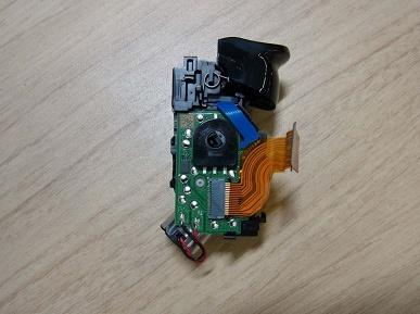 Разобранный контроллер DualSense для PlayStation 5 крупным планом