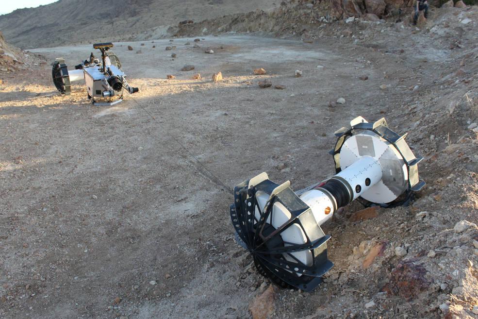 Связанные одним тросом: NASA показала новый планетоход DuAxel из двух половинок - 2
