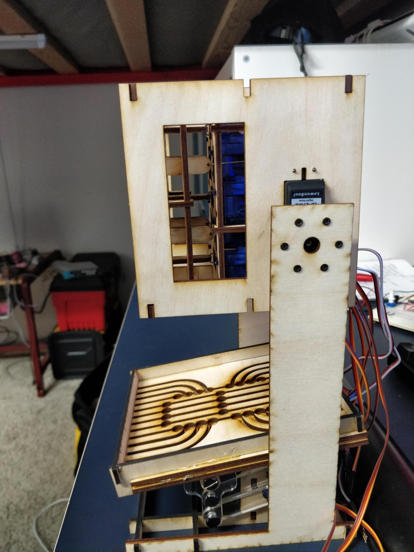 Механико-цифровые часы из стальных шариков - 3