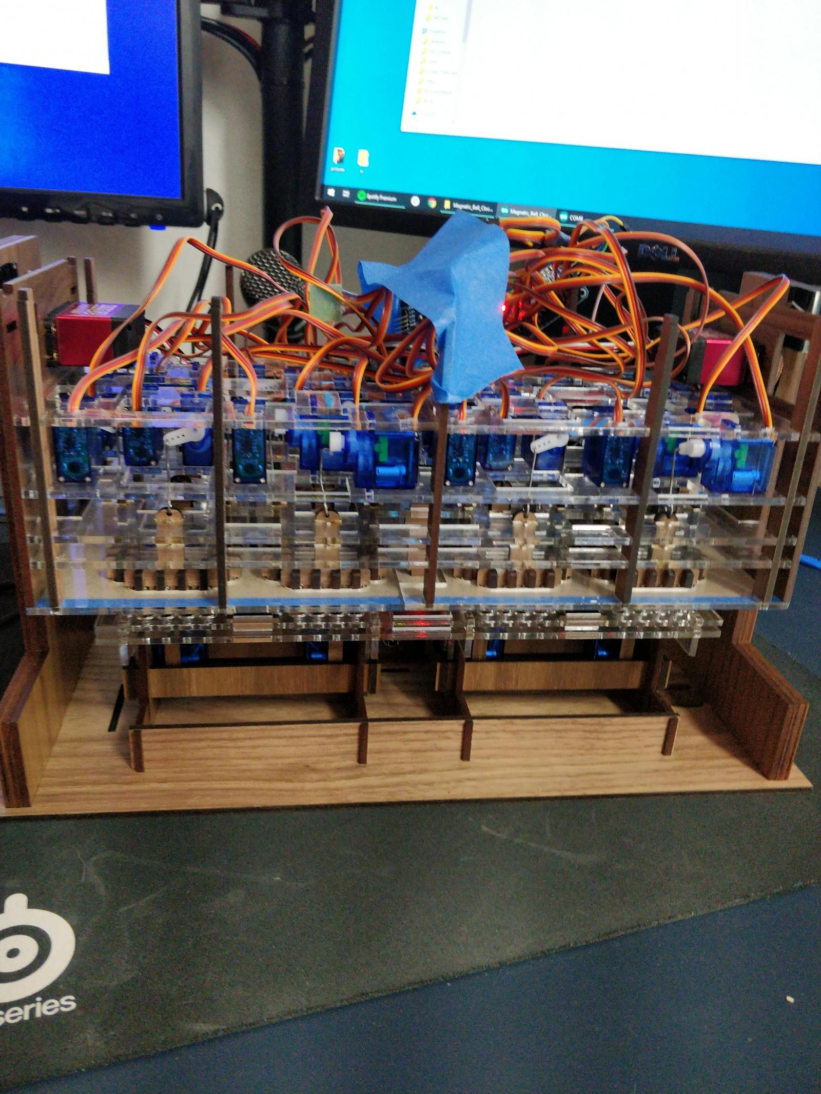 Механико-цифровые часы из стальных шариков - 8