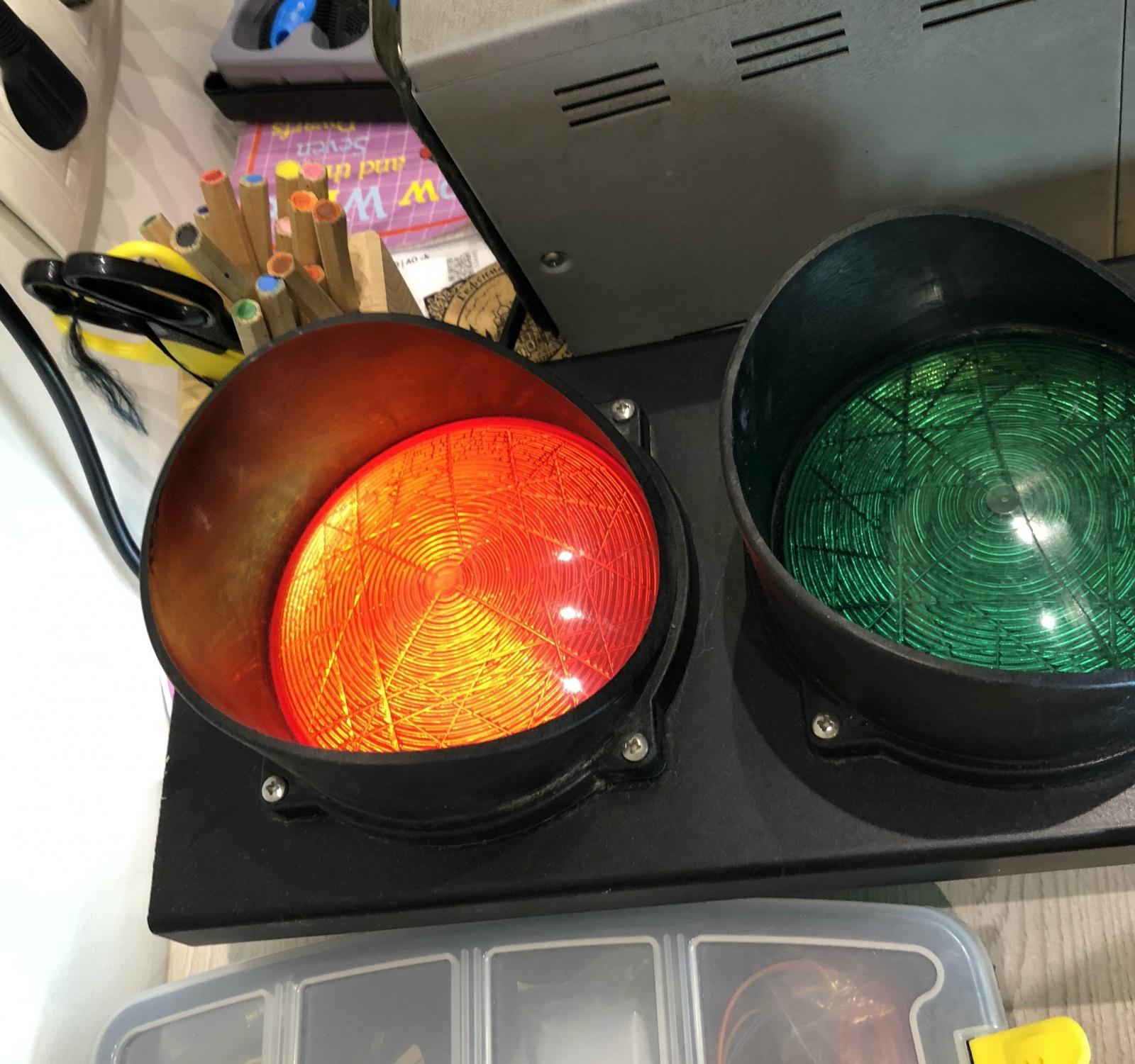 «Красный свет — папа занят». Как собрать светофор для удаленки - 5