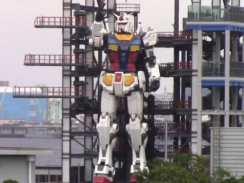 В Японии создан 18-метровый ходячий робот