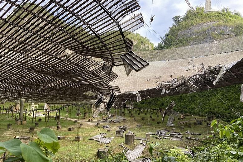 Самый известный в мире радиотелескоп полностью разрушен. «Аресибо» выведен из эксплуатации