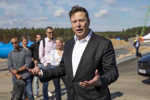 Илон Маск пытался продать Tesla компании Apple