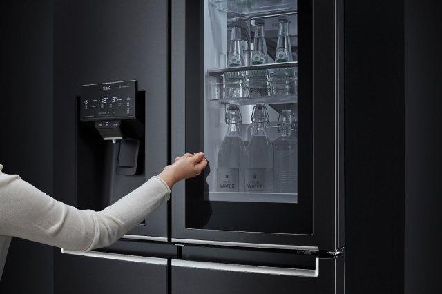 Новые холодильники LG можно будет открыть голосом