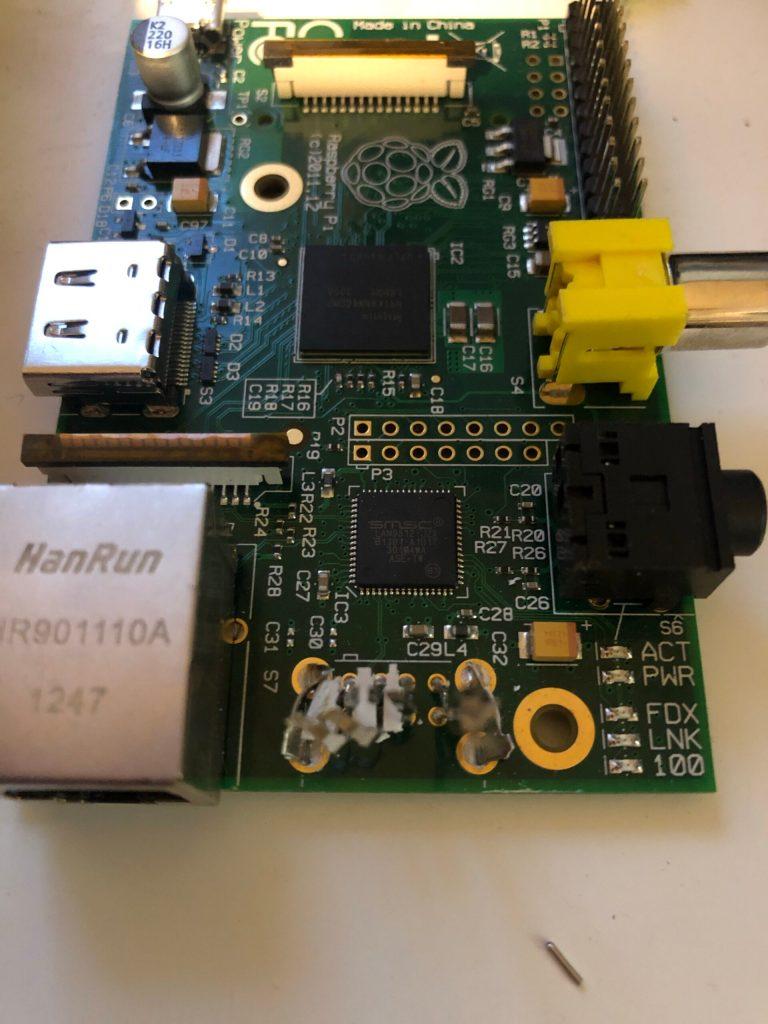 Инженер купил 220 нерабочих плат Raspberry Pi Model B и начал их ремонтировать - 4