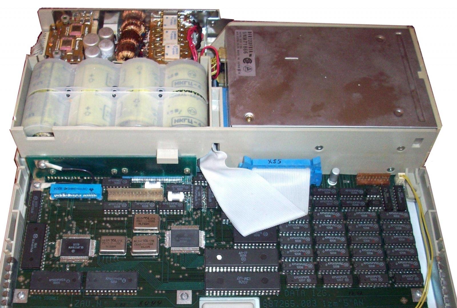 Ноутбук с установленной аккумуляторной батареей