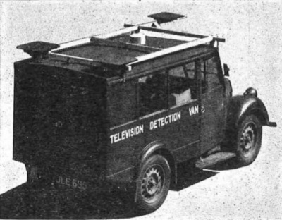Пример оригинальной конструкции детекторного фургона, развернутого в 1952 году. Обратите внимание на три антенны — одна спереди, две сзади.
