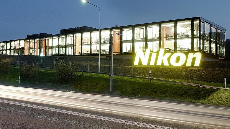 За год Nikon удалось продать 1,62 млн камер со сменными объективами и 2,65 млн объективов