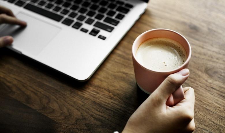 Майнинг на ноутбуке прямо в кафе позволяет окупить купленный там кофе