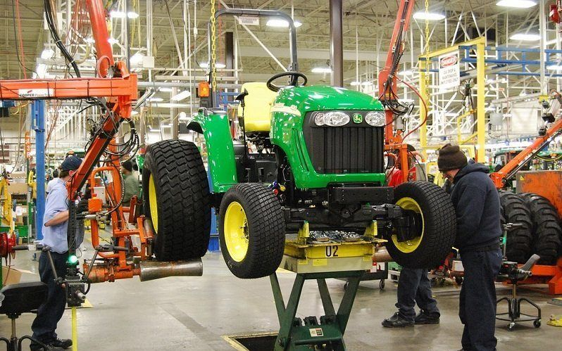 Фермеры в США вынуждены взламывать тракторы, чтобы просто починить их - 1
