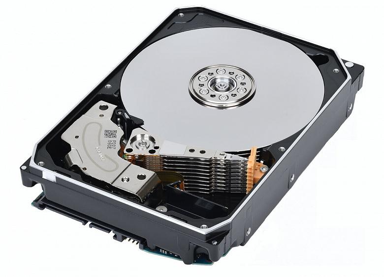 Представлены первые серийные жесткие диски Toshiba, в которых используется технология FC-MAMR