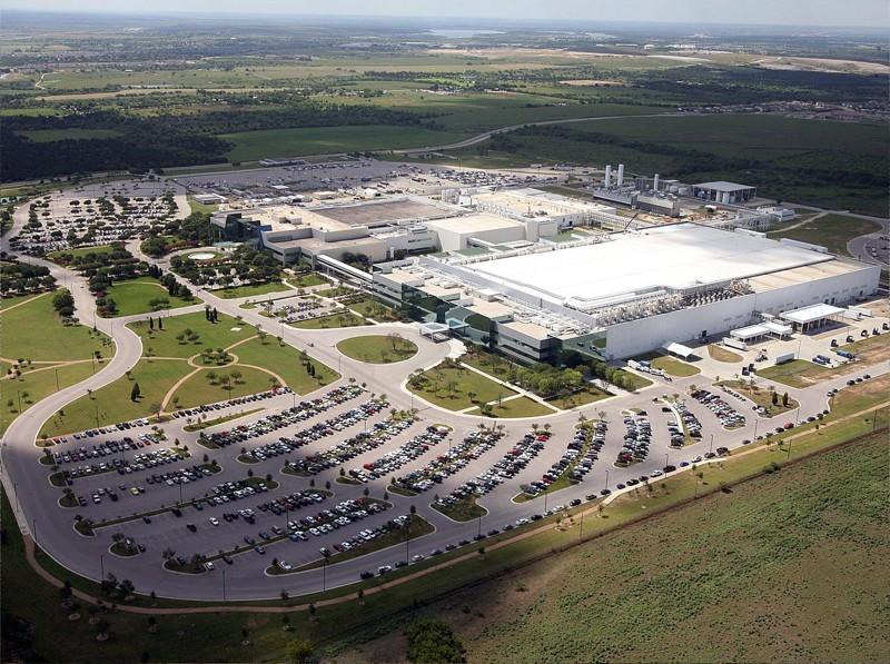Дефицит полупроводников усиливается: Samsung так и не возобновил работу на фабрике в Техасе - 1