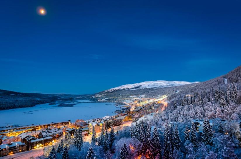 Холмы (горами это назвать у меня язык не поворачивается) Оре - самого престижного шведского горнолыжного курорта. Альпы или Татры можете нагуглить сами.