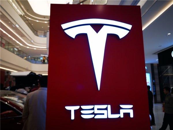 Акции Tesla сильно упали. И на то есть четыре причины