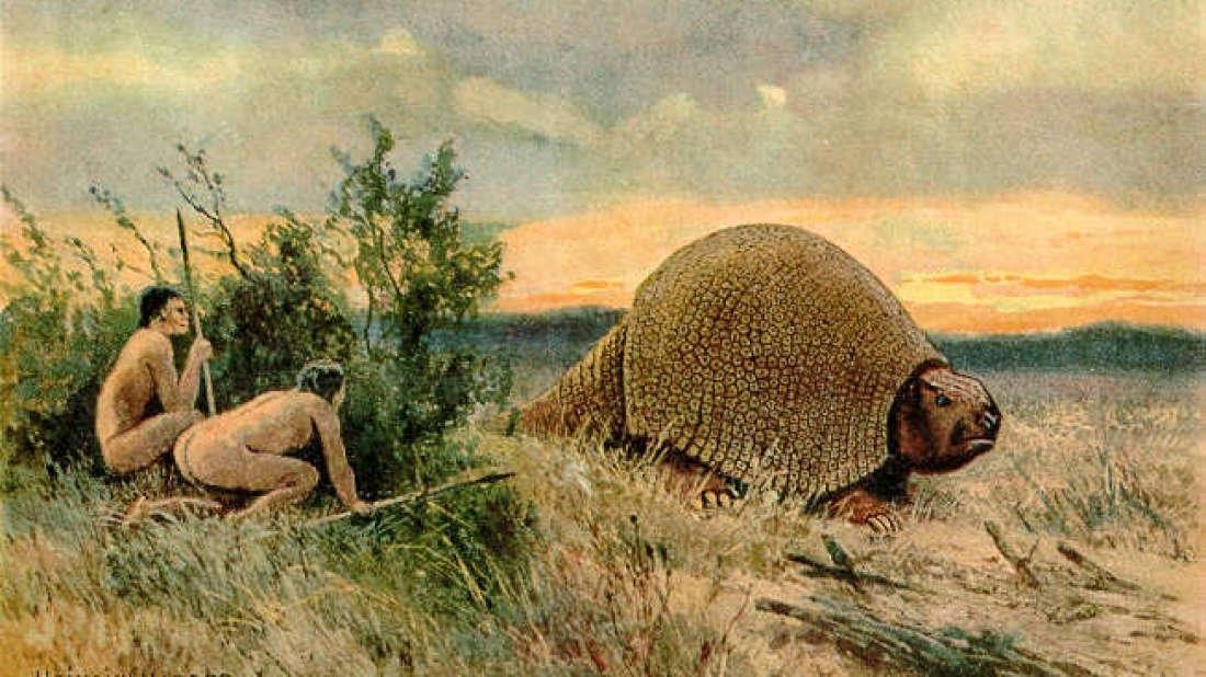 Древние люди присели отдохнуть в кустах. И с любопытством наблюдают, как мимо проходит глиптодон. Жизнь в гармонии с природой!