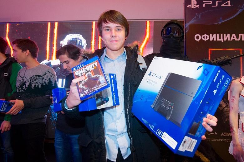 На фоне дефицита Sony PlayStation 5 в России начали дорожать PS4