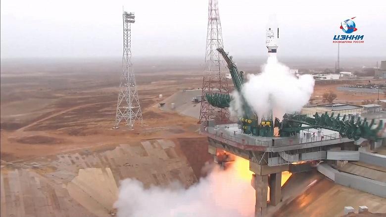С Байконура успешно запустили ракету «Союз» с 38 спутниками