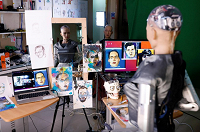 Картина, написанная роботом, продана почти за 700 000 долларов - 1