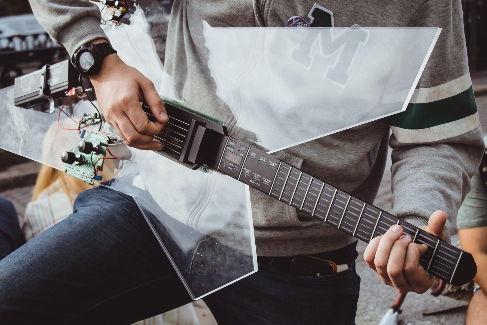 От кнопок к струнам: умная гитара для всех - 3