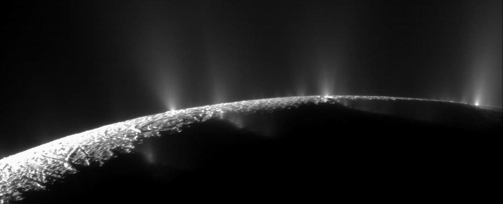 Что прячет Энцелад в темных водах своего океана? - 1
