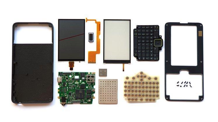 «Смартфон» с FPGA в основе, физической клавиатурой и невероятными возможностями. Precursor доберётся до покупателей лишь в следующем году
