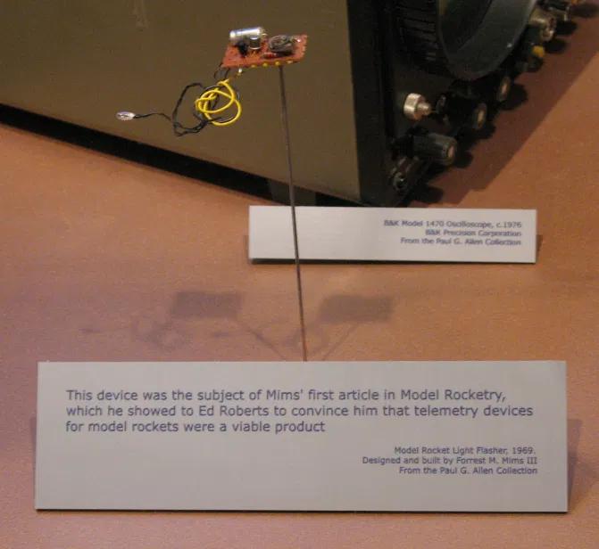 Первый продукт компании — мигалка для ракет