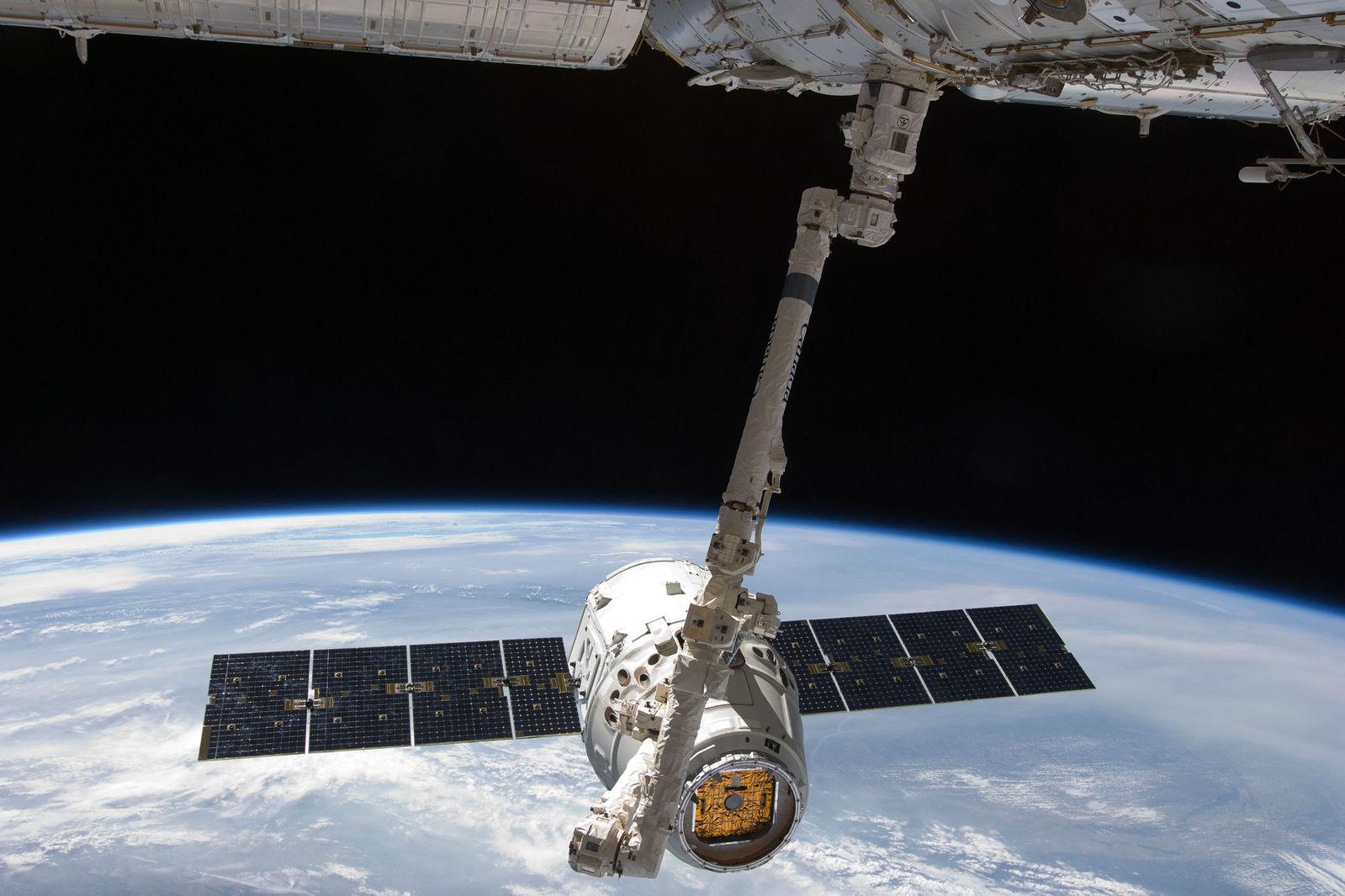 5 лет назад SpaceX удалось посадить ступень ракеты на плавучую платформу, и это изменило космонавтику навсегда - 3