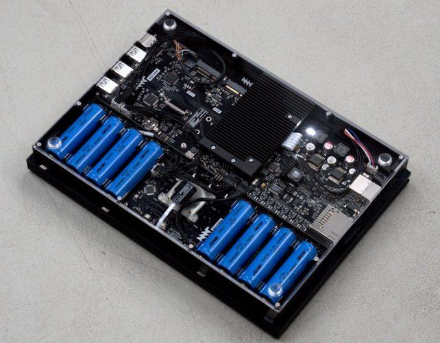 Модульный открытый «ноутбук для параноиков» начали рассылать заказчикам - 3